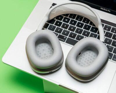 Le cuffie AirPods Max di Apple in offerta al prezzo più basso